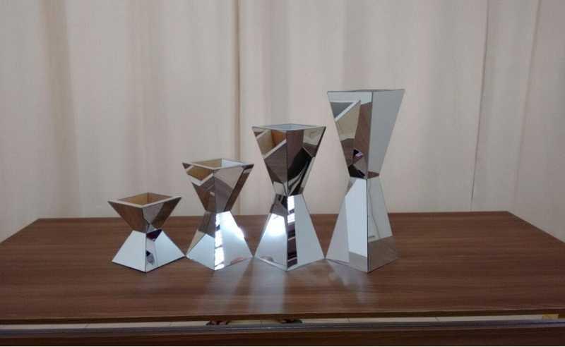 Conjunto vasos Piramides 50/40/30/20 cm / 10 cm larg.