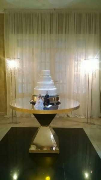 Mesa piramide tampo redondo espelhado 80cm com strass para decoração de casamento e eventos